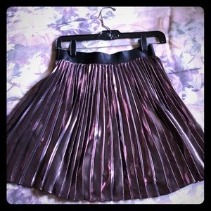 Copper-chromed out pleated skirt!